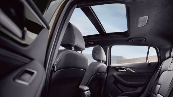 2020 INFINITI QX30 Premium Crossover Panoramic Moonroof