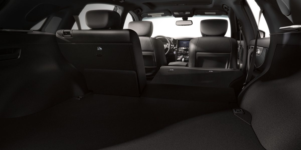 2018 INFINITI QX70 Adaptive Seating and Storage