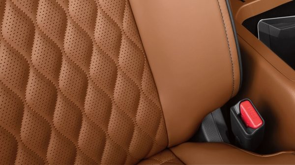2018 INFINITI QX80 SUV Design | Plush Quilted Seats