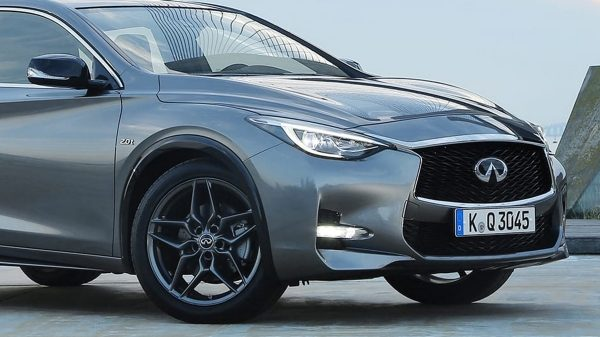Suspension sport du crossover INFINITI Q30 2018