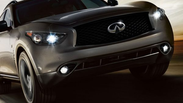 2018 INFINITI QX70 Sculpted Bonnet